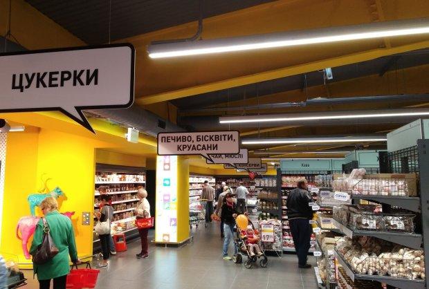 """""""Охорона, пуповина!"""": камера супермаркету зняла момент пологів"""