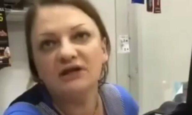 """Продавчиня пішла з робочого місця та накричала на покупця: """"Я с*ала!"""""""