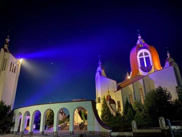"""У Тернополі старенька церквушка повстала """"з попелу"""" - Богу сподобається"""