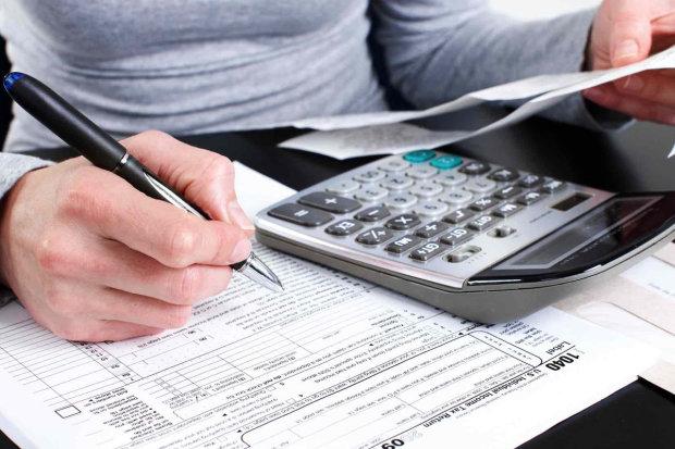 Влада зменшить податки тим, у кого високі зарплати, про низькі – ні слова