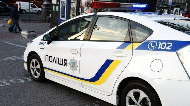 Один держал, второй лез рукой в штаны: под Харьковом произошло жуткое ЧП