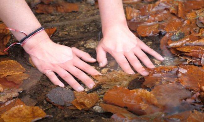 Холодные руки, скриншот видео