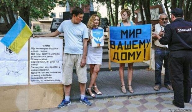 На организатора пикета ко Дню Независимости набросились в Ростове