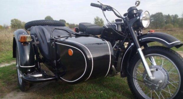 старий мотоцикл