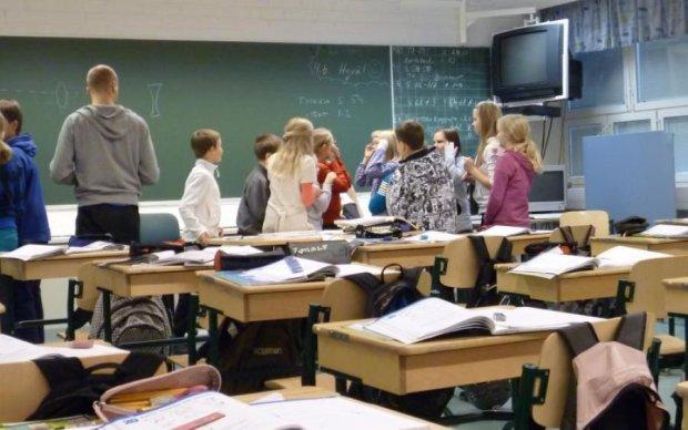 Духовные ценности: российских школьников подсадили на литературу с клубничкой