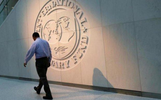 Доллар по 40: украинцев пугают жизнью без МВФ