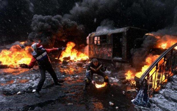 Дым и пламя охватили Банковую: опубликовано видео