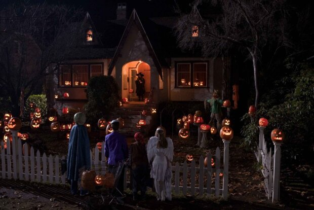 Як прикрасити будинок на Хелловін: красиві і страшні варіанти