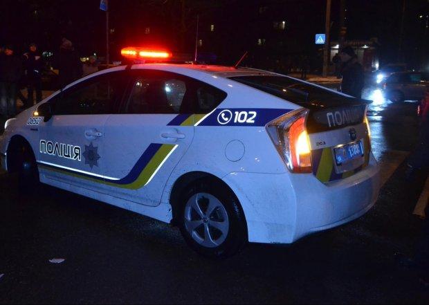 В Киеве мажор на Infinity уничтожил машину копов и исчез: полицейских спасают медики