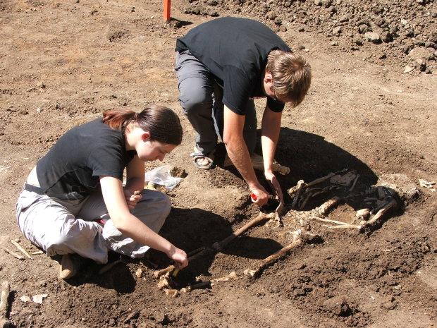 Моторошна знахідка археологів перелякала всю Україну: діти без кінцівок і перемиті кістки