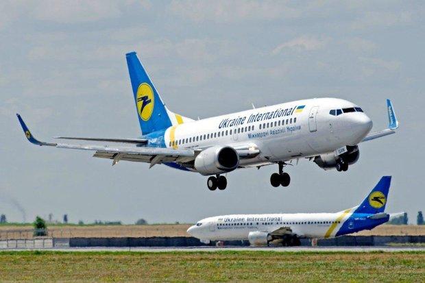 Сотні українців застрягли в аеропорту: В холі ми вже близько 12 годин