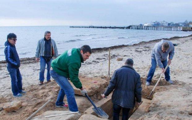 Пляж в Крыму оказался детской могилой: фото