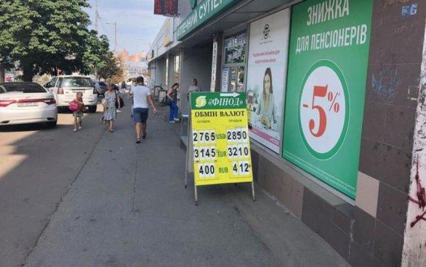 Курс валют на 27 серпня: долар залишить гривню у спокої