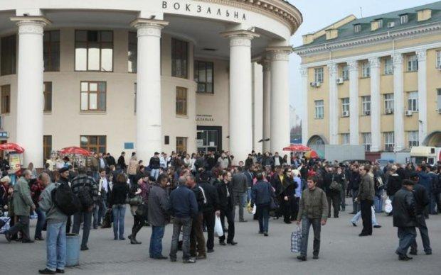 Приличная зарплата: украинских заробитчан заманивают в ужасную ловушку