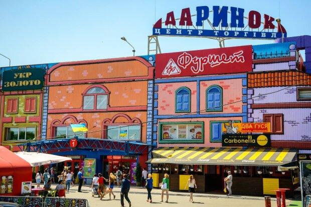 """Пока все спасали Киев от мин, по улицам разгуливал """"романтик"""" с огнестрельным оружием: жуткие кадры"""