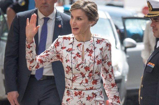 Самая красивая королева шокировала прозрачным нарядом арабскую страну