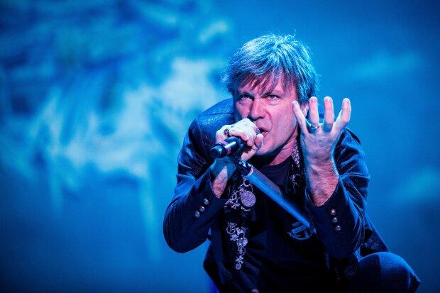 """Легенда Iron Maiden Брюс Дікінсон покинув дружину заради фанатки: """"Десять років ходила по п'ятах..."""", фото розлучниці"""