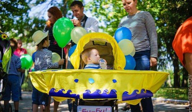 У Черкасах відбувся парад дитячих візочків (фото)