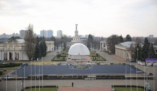Величезна ковзанка з'явилась у Голосіївському районі столиці