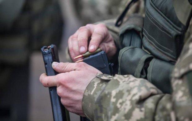 на Донбасі застрелився контрактник
