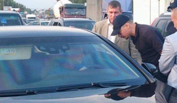 Поліцейські зупинили кортеж Суркіса на Окружній (фото)