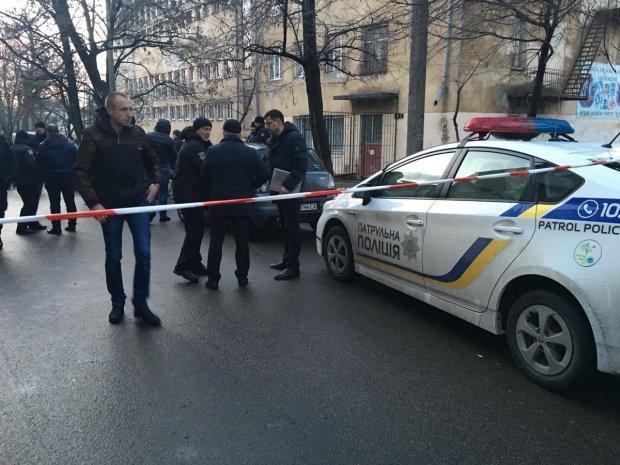 У Києві обстріляли Голосіївський суд: фото і подробиці