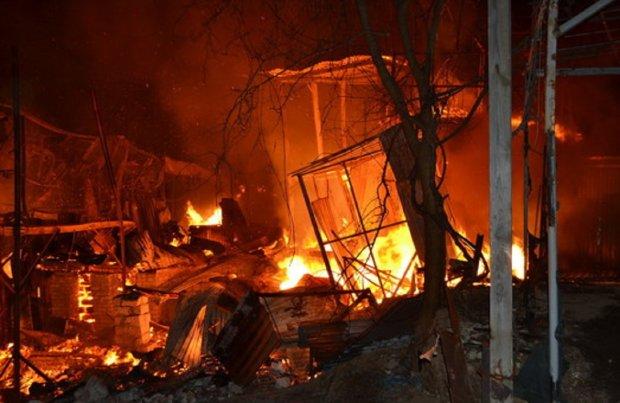 Масштабный пожар в Затоке уничтожил два десятка зданий