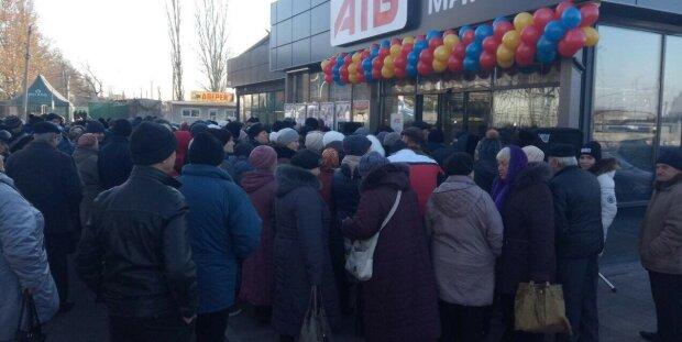 """Земляки Зеленского устроили дикую давку на открытии супермаркета: """"АТБ впервые увидели"""", позорные кадры"""