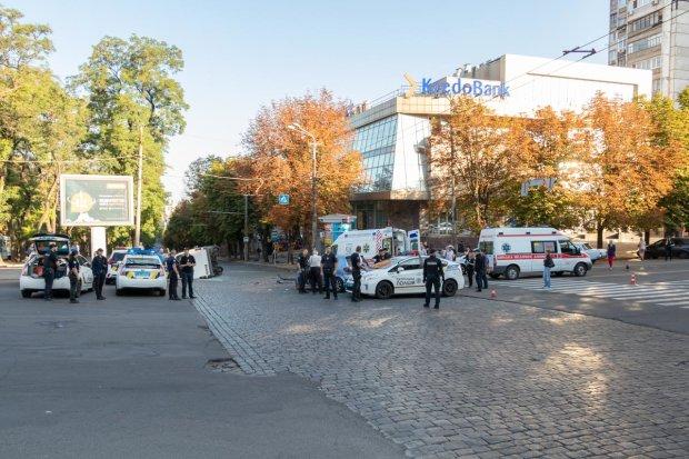 """У Дніпрі переповнена маршрутка зробила криваве """"сальто"""", десятки жертв: пекельні кадри 18+"""
