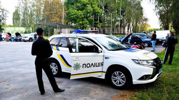 Харьковские копы бросились под колеса: все из-за малыша, второе рождение попало на камеру
