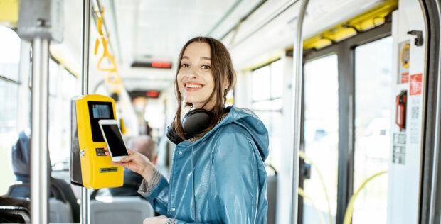 Дорогу новим технологіям: українці позбудуться квитків у громадському транспорті