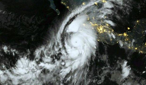 """Найпотужніший  в історії континенту ураган """"Патрісія"""" пішов на спад"""