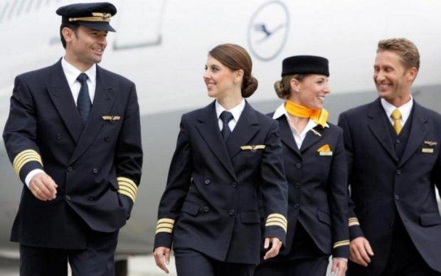 Стюардеса зібрала вражаючу колекцію непристойностей пасажирів