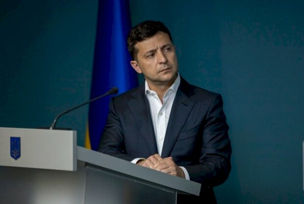 Как заработать на взятке: у Зеленского нашли украинцам прибыльную работу, заняться может каждый