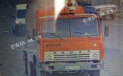 """У Мелітополі водій бетономішалки залишив після себе """"мокре"""" місце"""