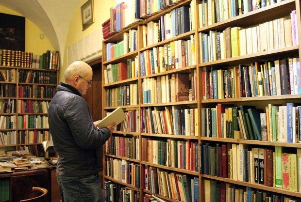 Машина цензури заборонила українцям десятки книг: що потрапило під заборону і чому