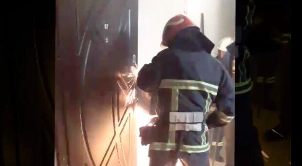 У Хмельницькому рятувальники визволяли дитину з пастки: двері зачинилися і...