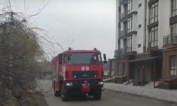 Пожежний автомобіль: Facebook ДСНС Івано-Франківської області