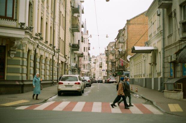 """З київських дворів масово вивозять радянський """"шик"""": прощавайте, дизайнери-самоучки"""
