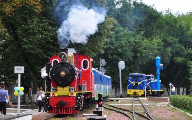 Початок роботи дитячої залізниці у Києві показали з висоти пташиного польоту