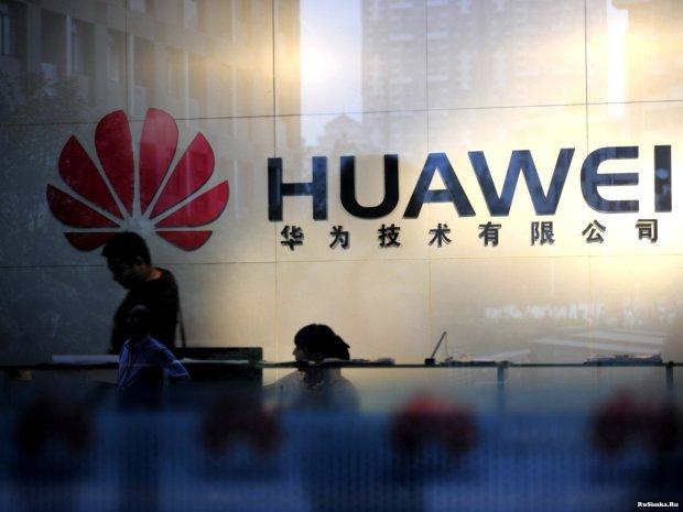 Huawei жорстко потроллила фанатів Apple просто в черзі за новим iPhone: фото