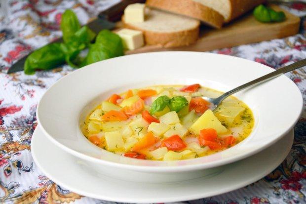 Овочевий суп з кабачками всього за 20 хвилин