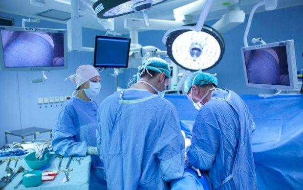 Хірурги витягли чотири кілограми волосся зі шлунку дівчинки: відео 18+