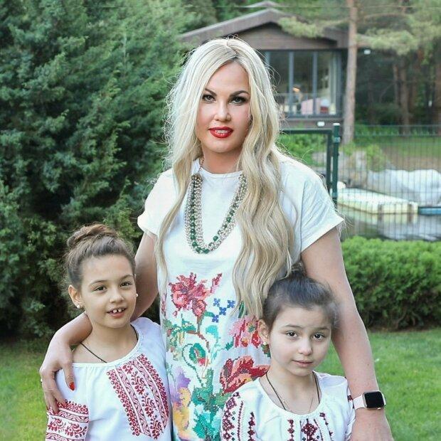 Камалія з доньками