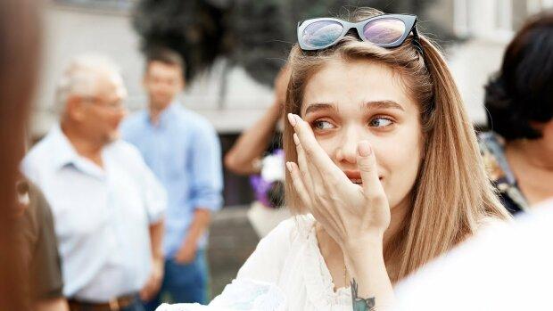 """Відома блогерка із Франківська стала жертвою осатанілих хейтерів: кадри розправи із """"присмаком"""" 90-их"""