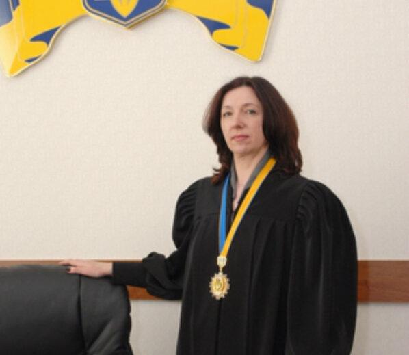 Забороняла Євромайдан: скандальна суддя одягла мантію у Харкові