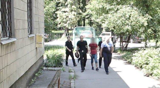 """Под Днепром родители снимали """"взрослое кино"""" с четырехлетней дочерью - """"заработали"""" на 12 лет"""