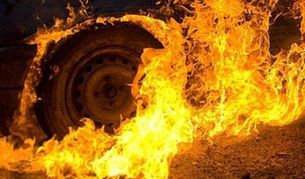 У центрі Харкова спалили два автомобілі