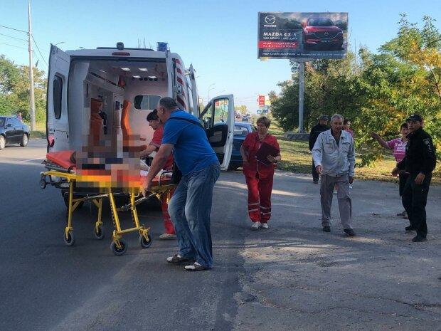 Жахлива аварія в Бердянську: озвірілий легковик збив двох школярок, за життя дівчаток борються десятки медиків