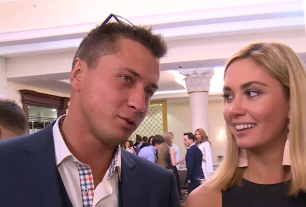 Павло Прилучний з дружиною, скріншот: YouTube